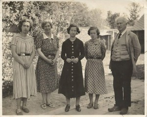 The Roché family photographed by artist Paul Maze in 1938: Huberte, Renée, Denise, Gisèle and Henri.